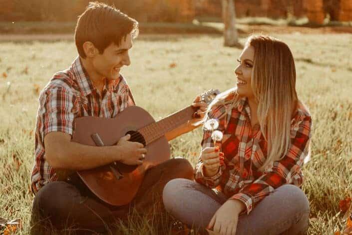 preguntas coquetas e interesantes para hacerle a un chico - ¿Eres una persona romántica?.jpg
