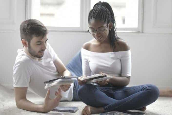 ¿Qué tan realistas crees que son las parejas en las películas y la televisión?.jpg