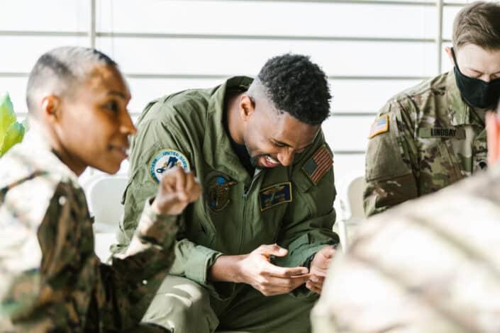Hombres en uniforme del ejército
